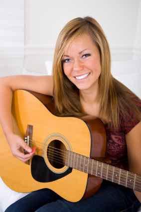 Jente med gitar
